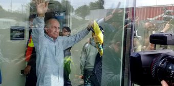 Venezuelan opposition mayor Antonio Ledezma escapes house arrest, flees country