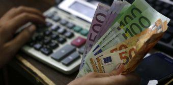 Euro rises against US dollar