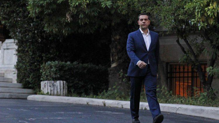 Παράδοση άνευ όρων για τον ΣΥΡΙΖΑ – Ο Τσίπρας σηκώνει τα χέρια ψηλά σε εκλογές… παραλίας | in.gr